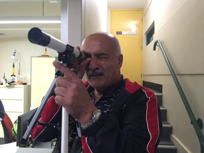 Sel Yusuf testing out the Commemorative Scope